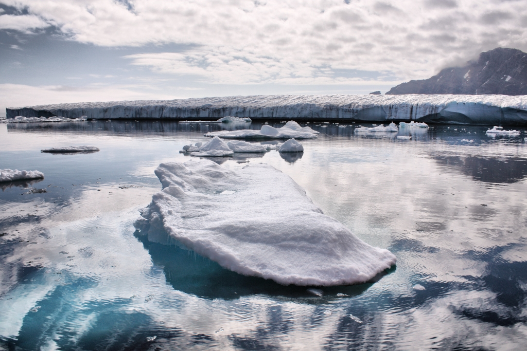 By Christine Zenino from Chicago, US - Greenland Ice, CC BY 2.0, https://commons.wikimedia.org/w/index.php?curid=24338654
